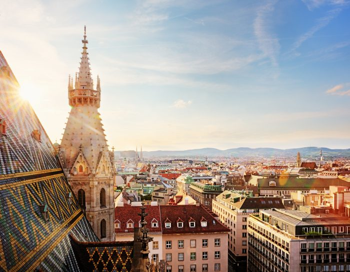 Discover Vienna and book your luggage storage