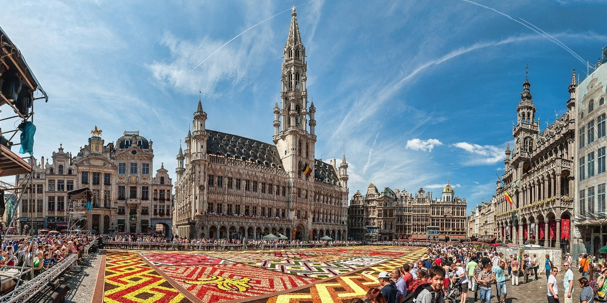 Visit Brussels and book your luggage storage