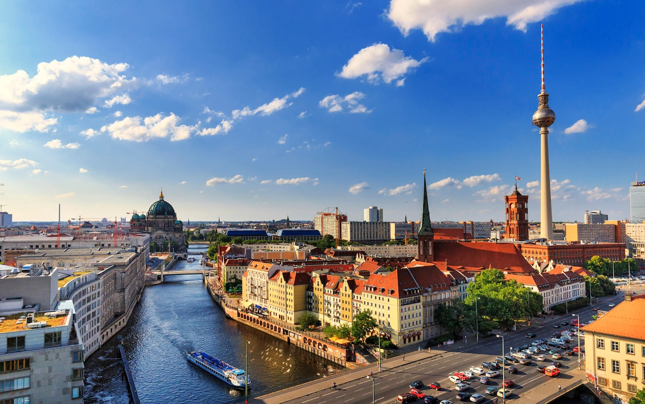 Explore Berlin and book your luggage storage